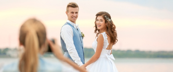 How to pose in your wedding photos