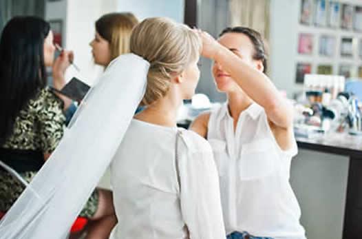 Wedding make up dos and don'ts: Live make up tutorial